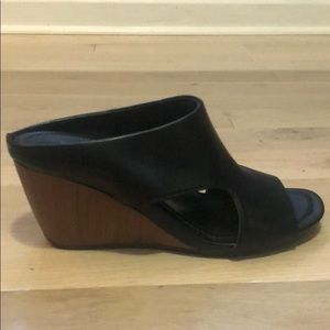 Reaction by Kenneth Cole Wedge Slides